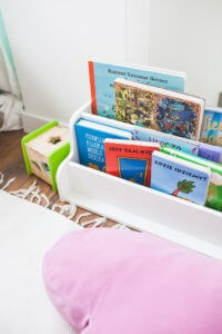 półka na ksiązki dla dzieci ikea hack