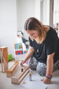 Home stagerka malowanie półek Bekvam na książki dla dzieci